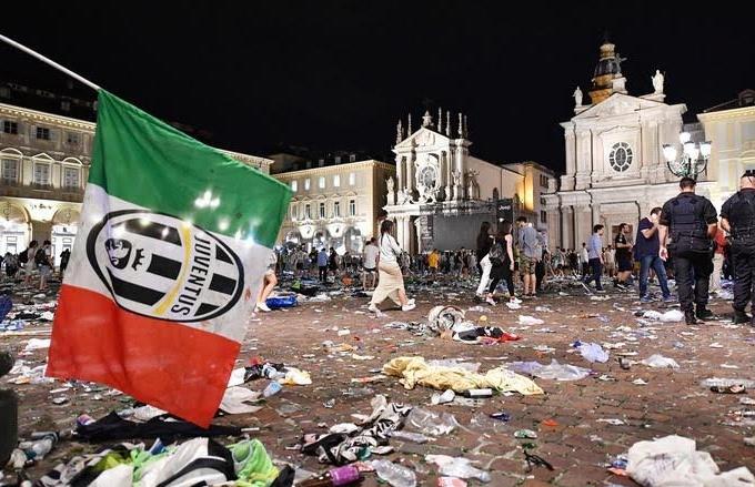 Piazza San Carlo Principio di riprova sociale