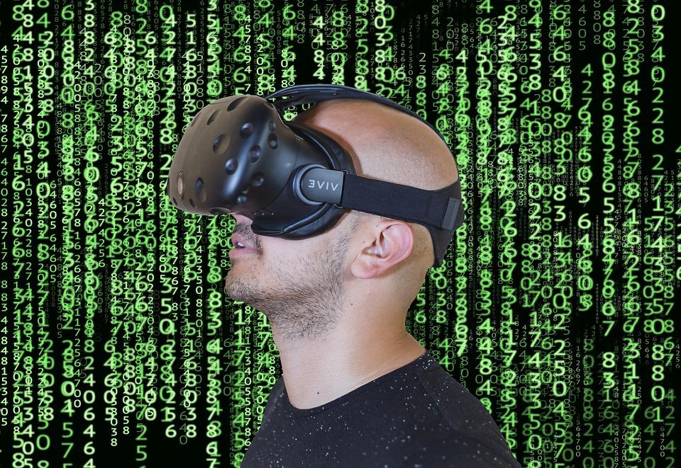 eye tracking_ la foto mostra un ragazzo che indossa un visore